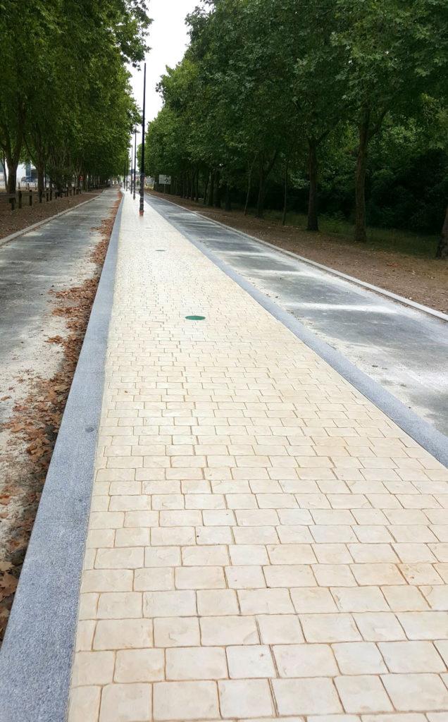 béton imprimé pavés terre-plein central