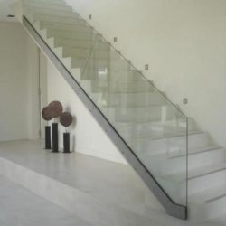 escalier blanc beton ciré