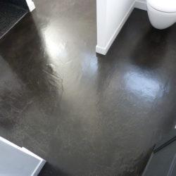 salle d'eau béton ciré au sol