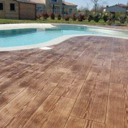 plage piscine beton imprime bois