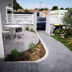 Allée et terrasse en béton imprimé
